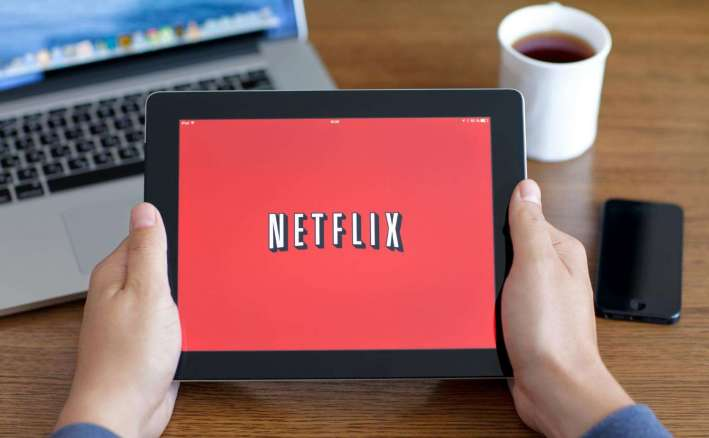Netflix, modalità offline in arrivo? Film e contenuti video in streaming on demand scaricabili in download