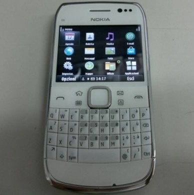 Nokia C6-00 bianco