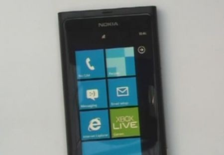 Il primo Nokia con Windows Phone paparazzato in foto e video, eccolo!