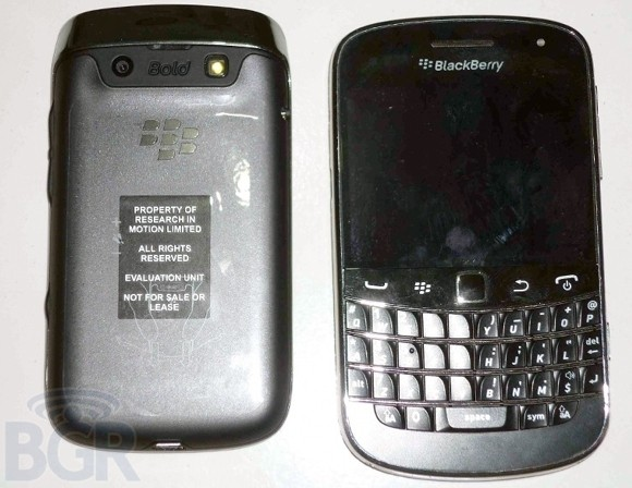 BlackBerry-Bold-9790-retro