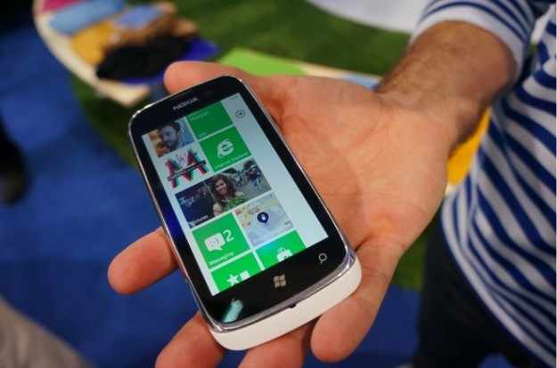 Nokia Lumia 610 hands-on
