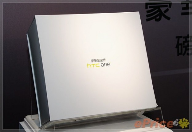 HTC One X Deluxe Limited Edition scatola