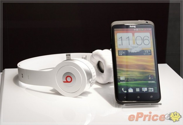HTC One X Deluxe Limited Edition bundle