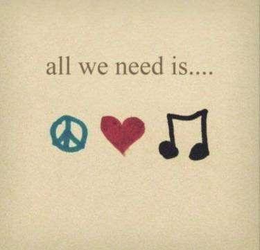 immagine profilo WhatsApp d'amore: all we need