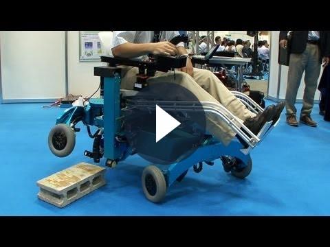 La sedia a rotelle che pu salire le scale video tecnocino for Sedia elettrica che sale le scale