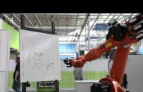 Al CeBIT 2012 i robot industriali diventano ritrattisti [VIDEO]